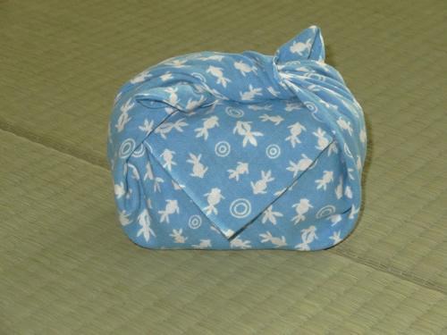 日本手拭いでお弁当箱の包み方