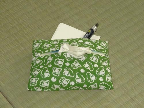 日本手拭いでポケットティッシュの包み方